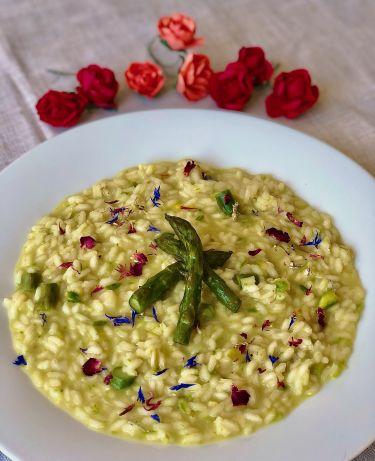 Risotto asparagi, acqua di rose e zafferano - 1