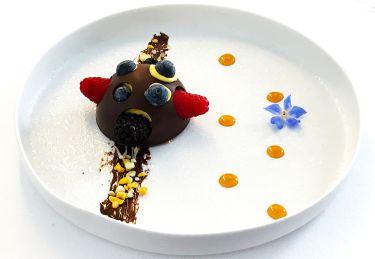 Ristorante I Pupi Bagheria - guscio di cioccolato, gelato allo yogurt, maracuja e frutti di bosco