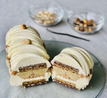 semifreddo con mousse vaniglia e inserti di mandorla, nocciola silikomart - aperto