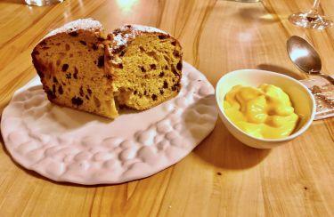 Taverna Migliore a Modica - panettone con gocce di cioccolato della Dolceria Bonajuto servito con crema agli agrumi