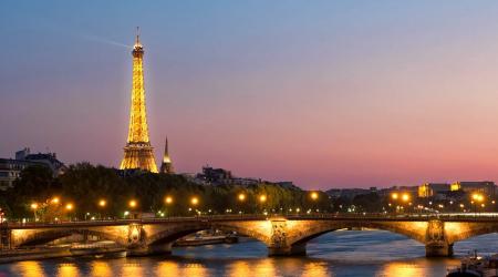 Près de la Tour Eiffel