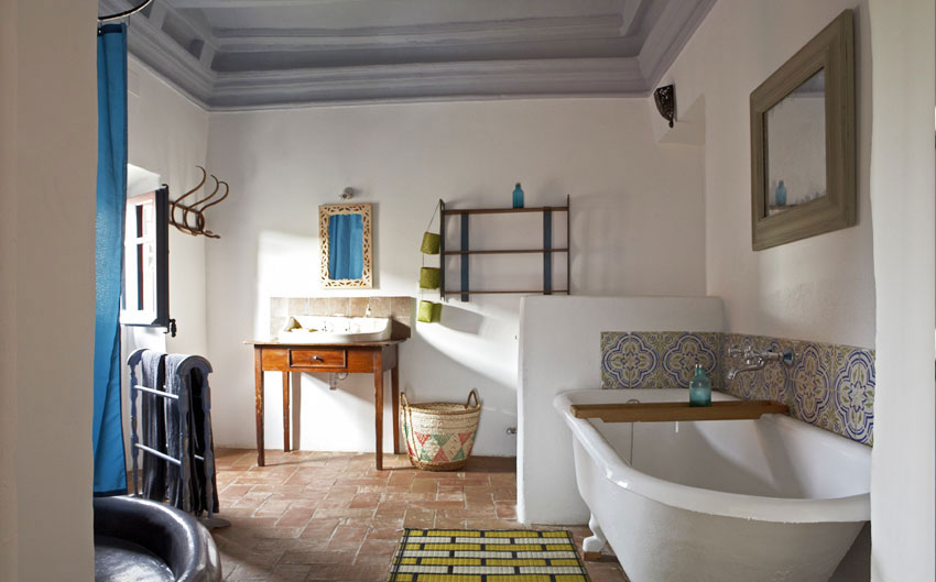 costa brava hideaway ensuit bathroom