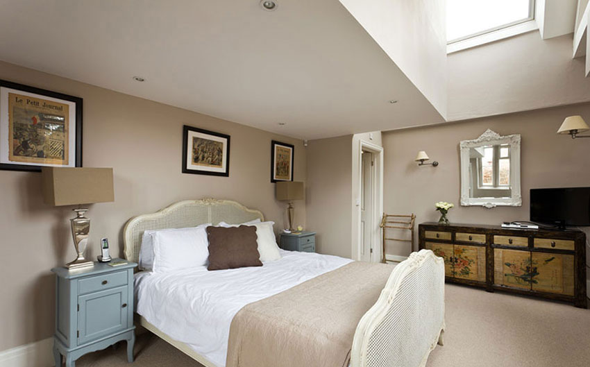 the sussex escape master bedroom