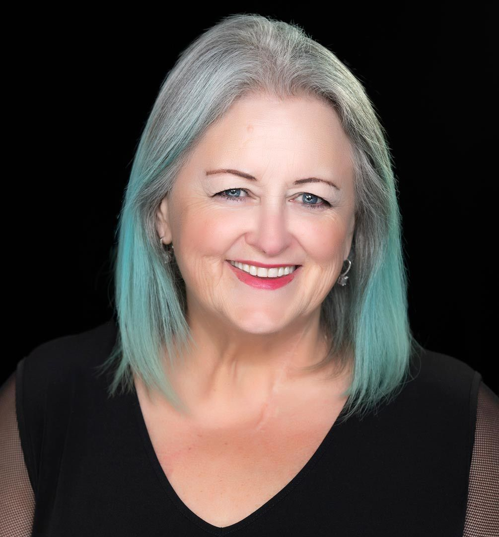 Elaine Lindsay Speaker Digital Advisor headshot crop- by Michelle Valberg