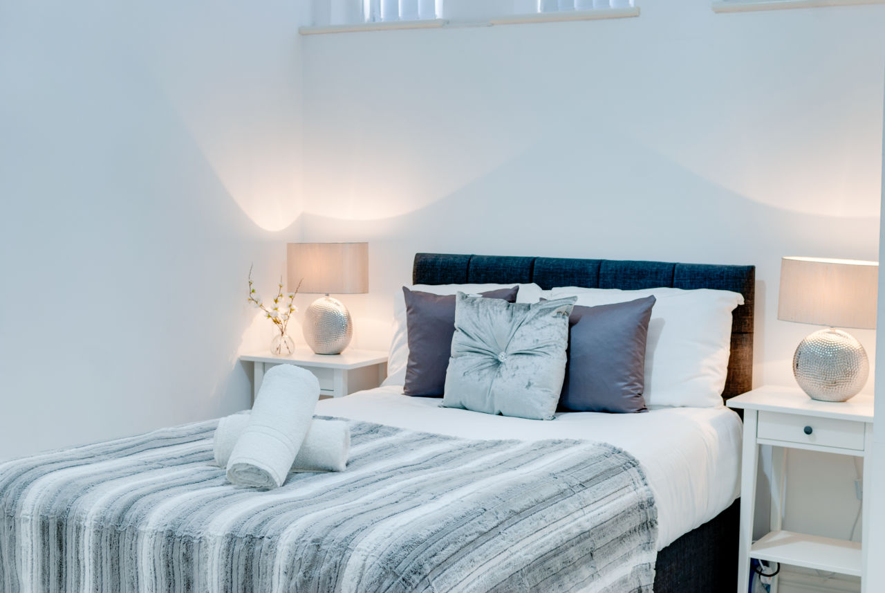 Apartments in Liverpool to rent for 1 night with elegant and large bedrooms for short stays Liverpool