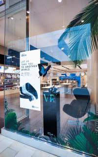 Samsung Gear VR in shop window