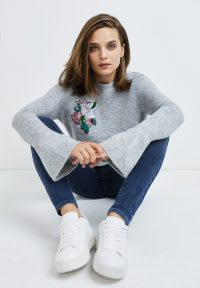 Grey jumper and blue jeans with white trainers