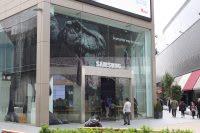 Daytime shot of Samsung storefront