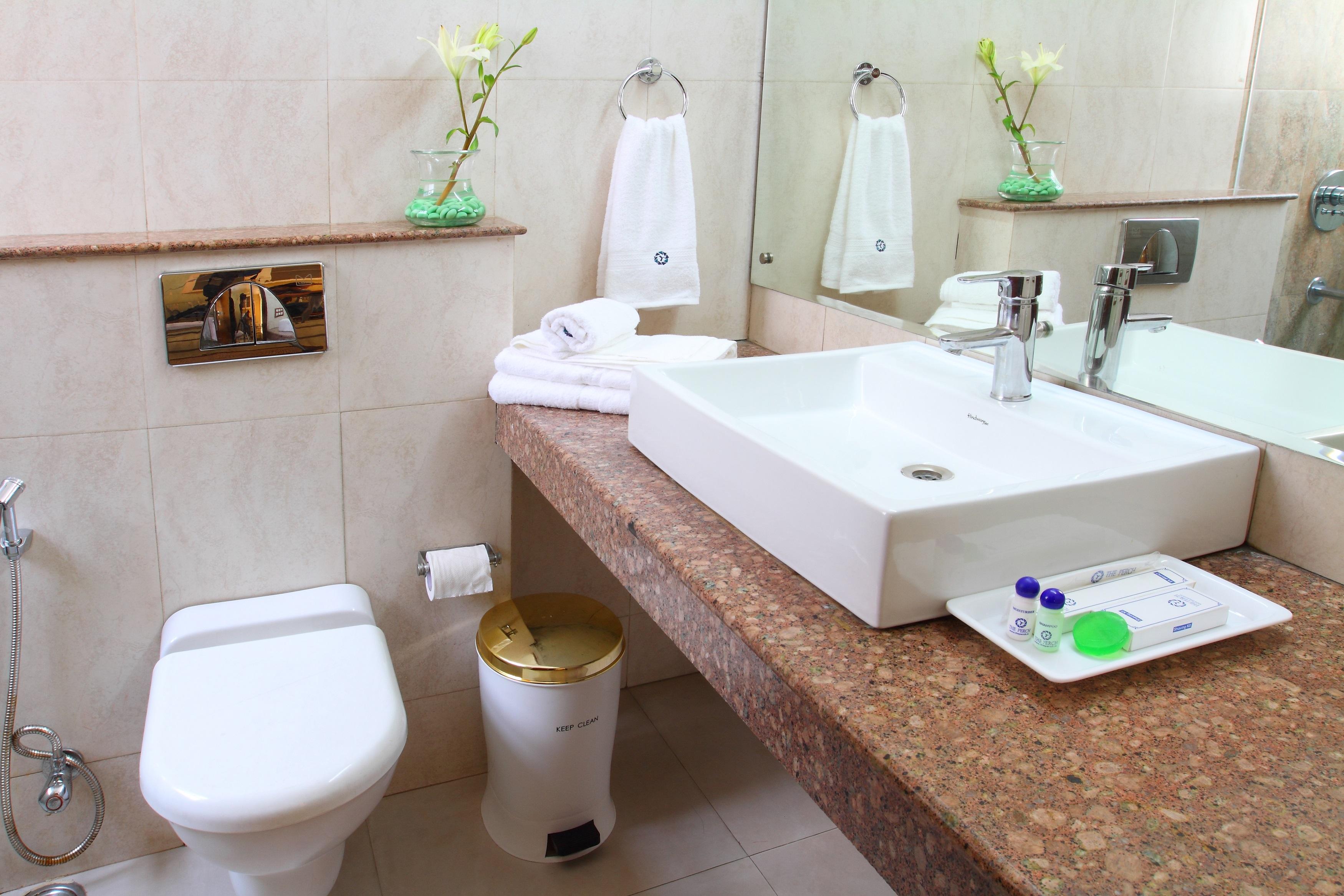 Perch Arbor - Golf Course Road, Winsome Room Bathroom