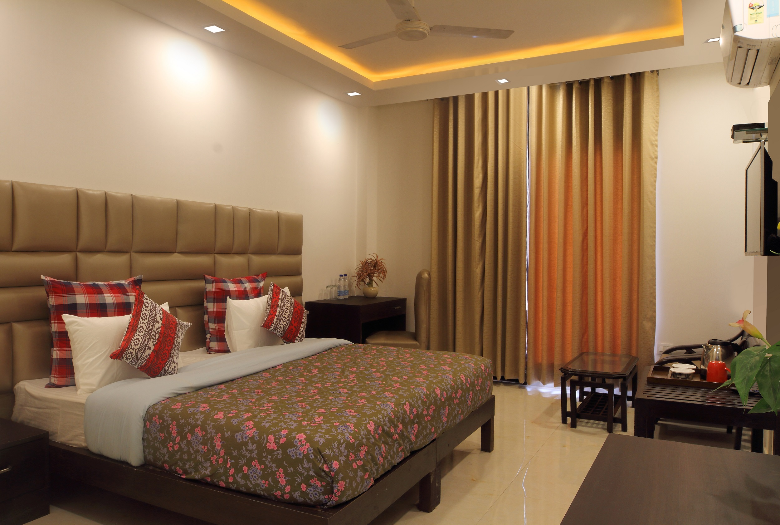 Winsome Room - Bedroom