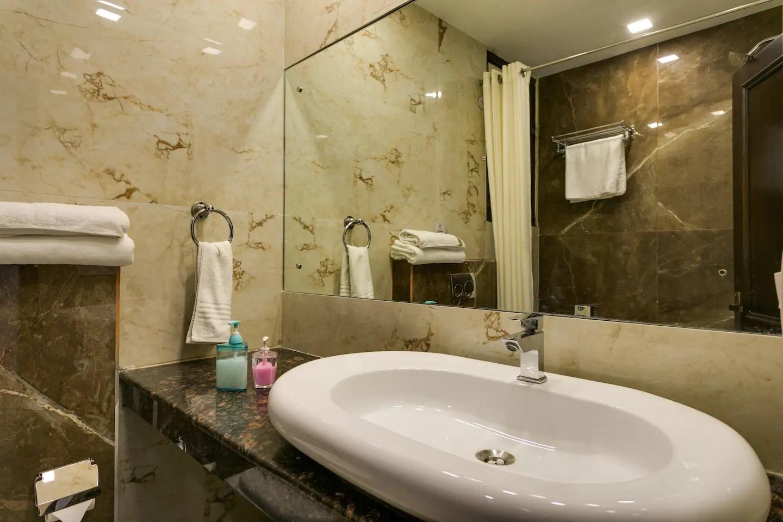 Sterling Room - Bathroom