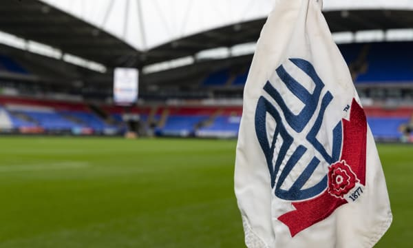 Bolton Wanderers - Milton Keynes Dons: Home team kicking into gear