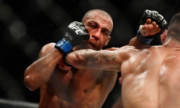 Com contrato renovado, Edson Barboza enfrenta Shane Burgos pelo UFC 262 neste sábado