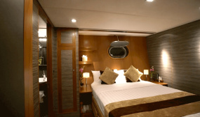 Overnight Luxury Boat Charter Tour
