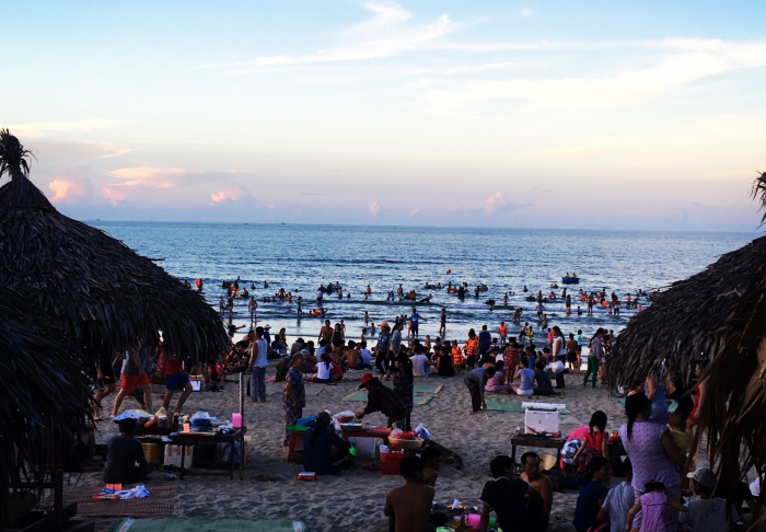 Cua Dai Beach - The beach picnics sure are busy in the evenings in Cua Dai Beach, Hoi An