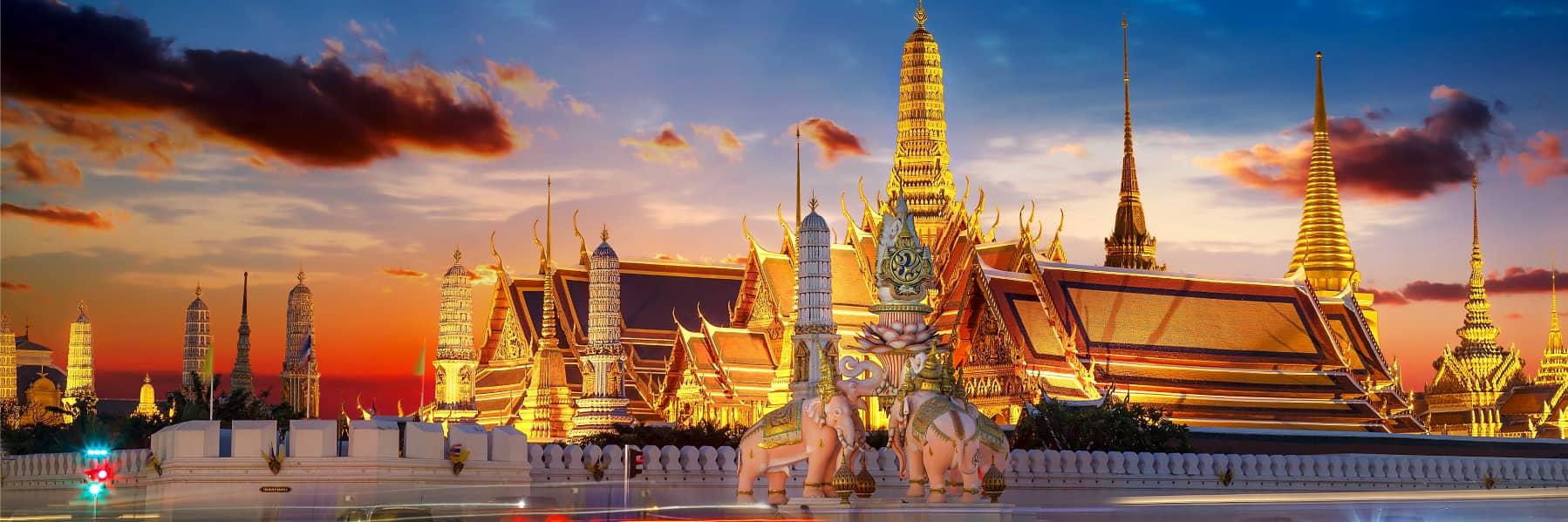 Bangkok Night Tour: Wat Arun, Wat Pho & Grand Palace – Small Group gallery