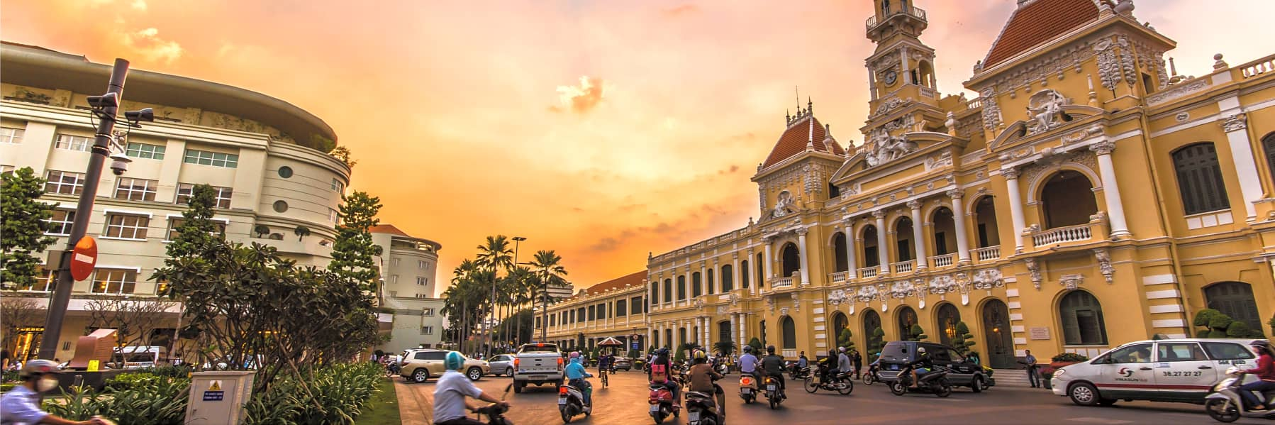 Saigon City Scooter Tour: War Remnants, Reunification Palace and More - Half Day gallery