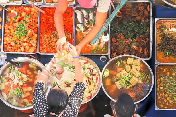 Chiang Mai Small Group Foodie Tour - Night Market Thai Food Tour