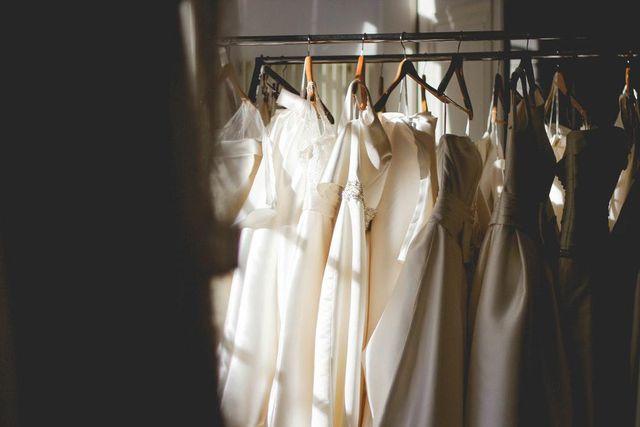 Chi quá nhiều cho váy cưới
