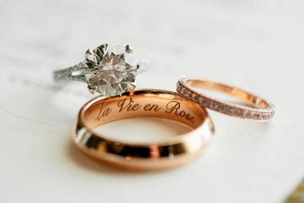 Tại sao nhẫn cưới được làm bằng vàng