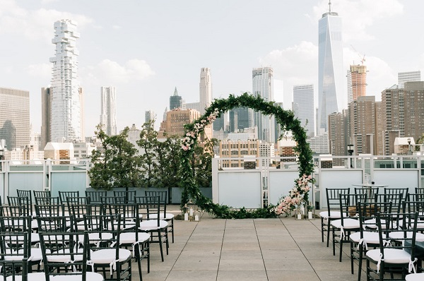 Trang trí sân khấu tiệc cưới