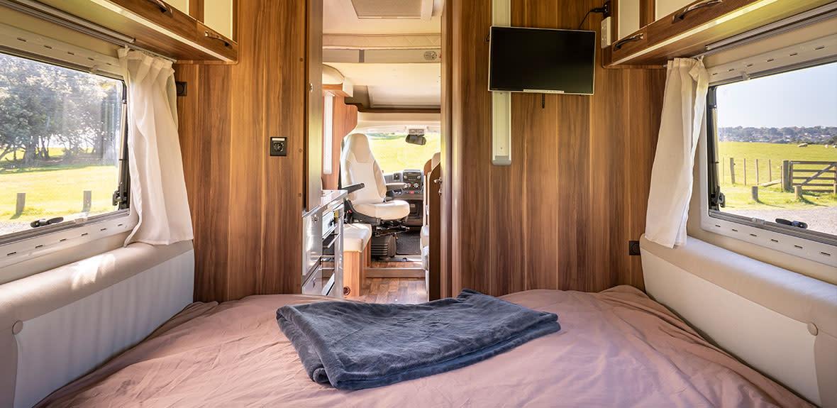 New-Britz-NZ-Cruiser-Campervan-Interior-14