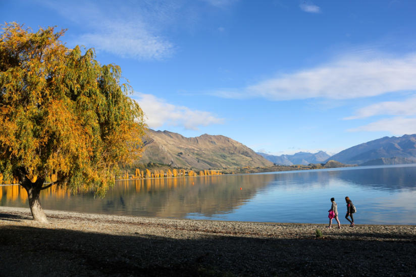 lake wanaka new zealand with kiwi experience