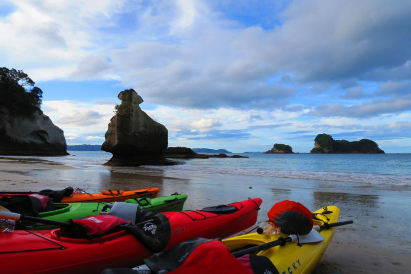 kiwi experience kayaking to cathedral cove 2