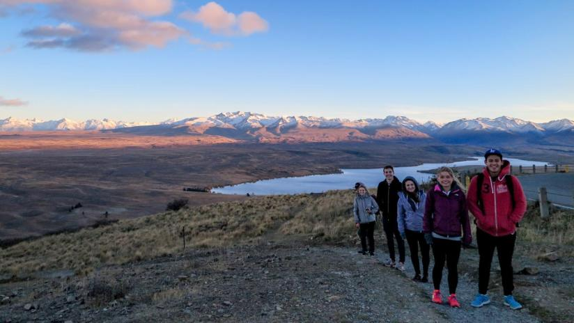 Free walks with Kiwi Experience - Lake Tekapo