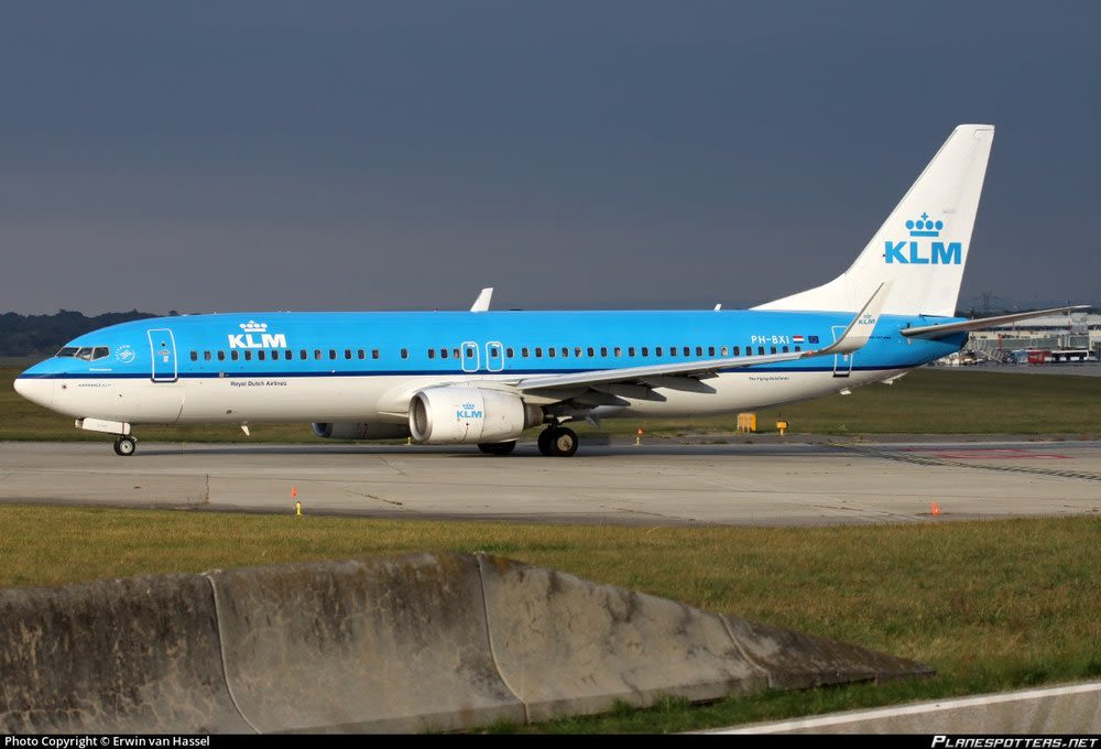 A Boeing 737 taxing to a runway