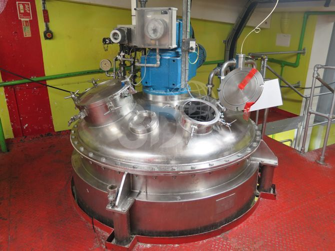 image of a 2266 litre jacketed mixing vessel