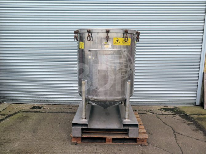 main image of 700 litre stainless steel storage tank #2498a