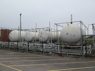 lpg storage tanks image