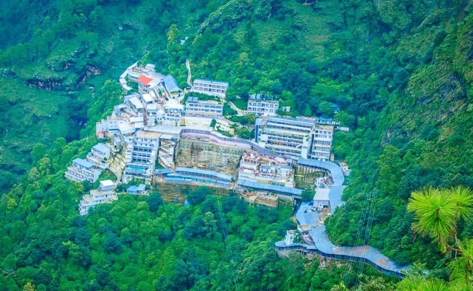 Vaishnodevi Tour Package With Patnitop And Pahalgam Image