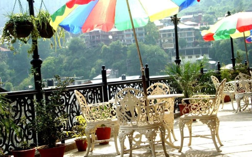 A Cozy Getaway With Serene Views in Manali Image