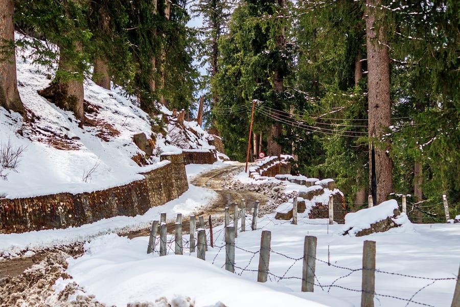 Hampta Valley Snow Trek Image