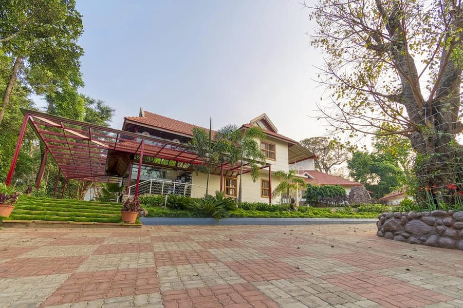 Luxurious Heritage Resort In Chikmagalur Image