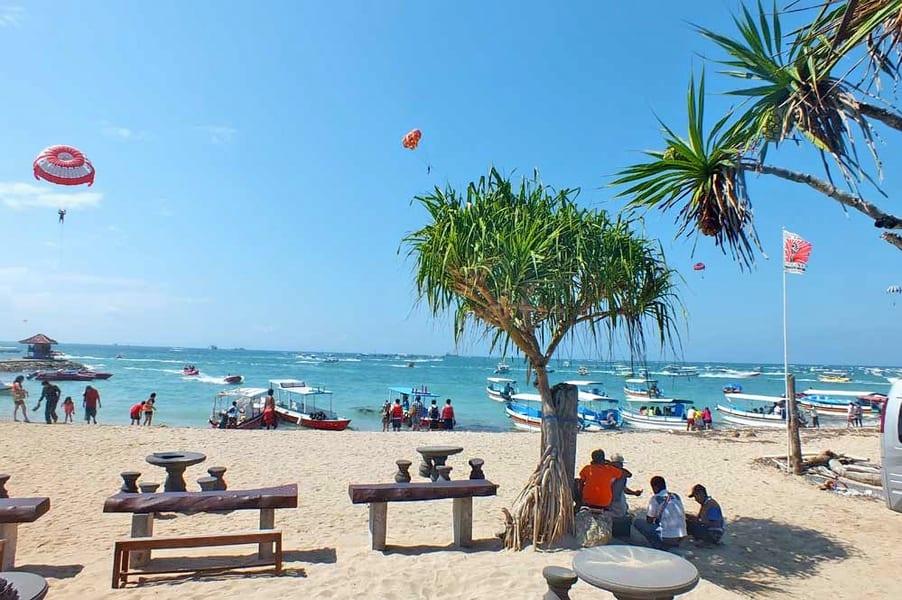 Parasailing In Bali Image