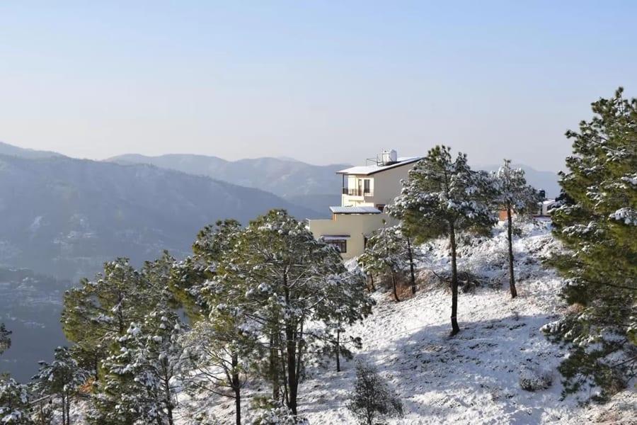 A Hilltop Vacation Retreat in Shimla Image