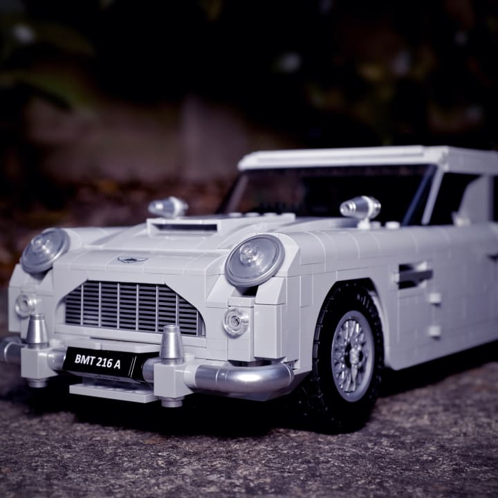 LEGO Creator Expert James Bond™ Aston Martin DB5