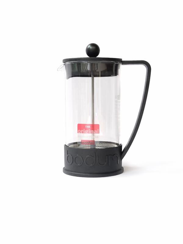 Bodum Prensa | La mejor cafetera de prensa francesa personal en el mercado - La jarra está hecha de vidrio de borosilicato resistente al calor que no mancha y no altera ni deteriora el sabor natural del café. - El cuerpo, el asa y la tapa están hechos de plástico liviano sin BPA con la marca Bodum alrededor de la base. - El émbolo y el filtro de acero inoxidable evitan que los granos molidos se escapen cuando se vierte el café. - Más ecológico que muchos métodos de preparación de café: no se requieren filtros de papel ni cápsulas de plástico. - Fácil de usar y fácil de limpiar. - Aptas para el lavavajillas.