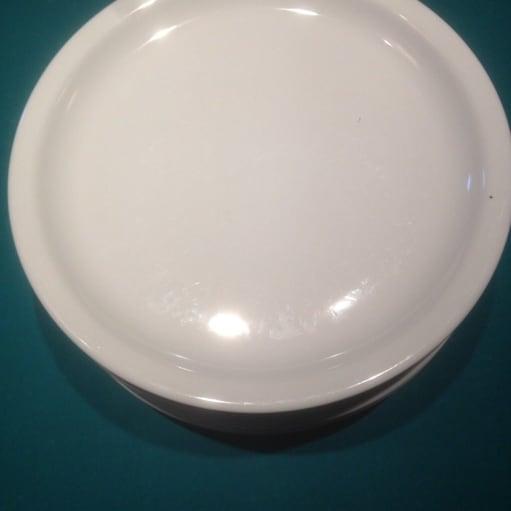 Porcelæn, Tallerkner, 9 stk hvide tallerkner 23cm i diameter - 25kr for alle sammen Hentes i Ros.