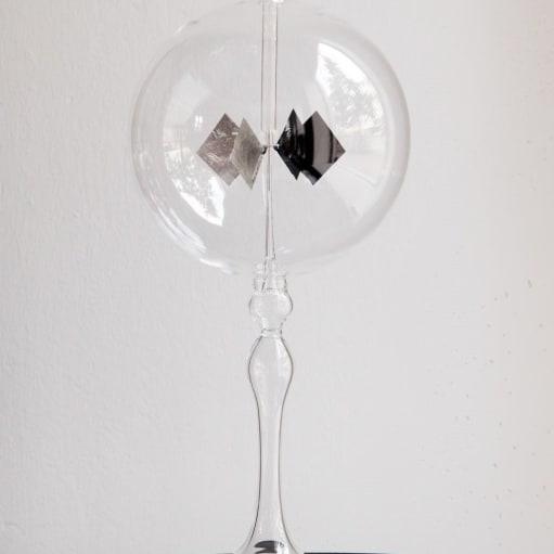 Lysmølle, Flot Lys Mølle i mundblæst Glas, til Hjemme dekoration i vindueskarmen eller hvor du sy.