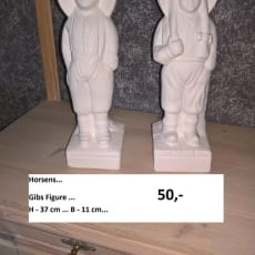 Figurer... 37 x 11 cm.