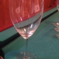 Glas, Vin glas, 2 slags vinglas 8 stk af den ene og 5 stk af den anden. 5kr pr. Stk eller alle sa.