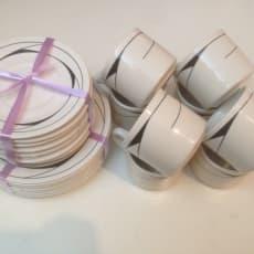 Porcelæn, Kaffe stel, Kaffe stel i 24 dele Kopper, under kopper og kagetallerkener. Hentes i Ros.