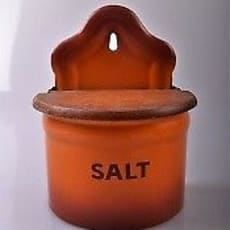 Køkkenudstyr, Emalje Saltkar, Orange saltkar i emalje fra Glud og Marstrand. Sjælden farve i ekse.