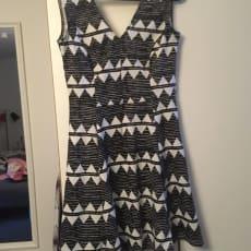 Festkjole, H&M, str. M, Sorthvid, Næsten som ny, Sorthvid kjole. Brugt 2 gange. Str. M, brugt.