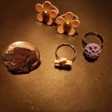 Hjemmelavede smykker.
