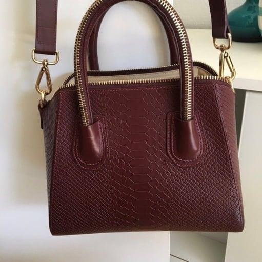 Skuldertaske, andet mærke, skind, LEOWULFF 29x22x15 Købspris 2650kr Grundet farvning af stoffet.